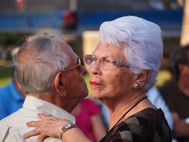 starší pár při tanci