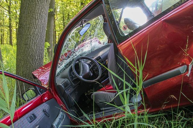 nehoda u stromu