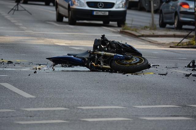 vybouraný motocykl