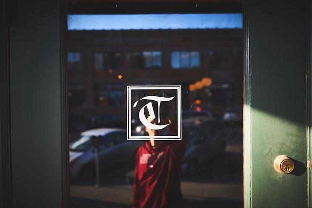 dveře se sklem