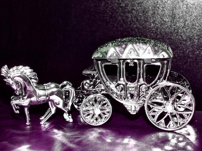 Koč s koňmi, model vyrobený zo striebra.jpg